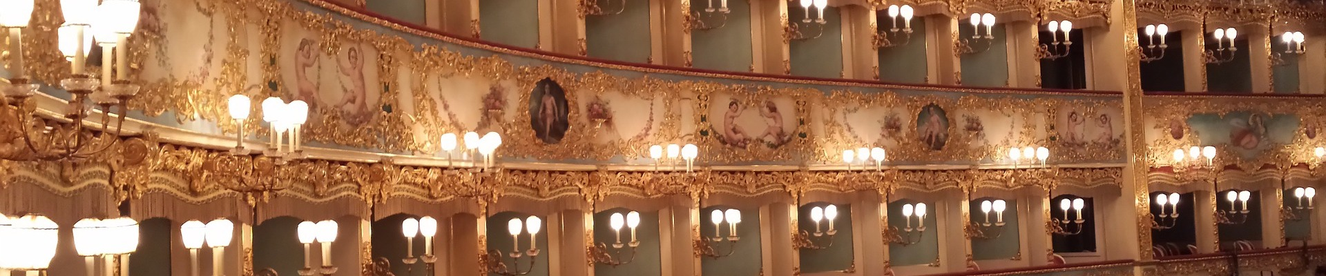 opera-974148_19201